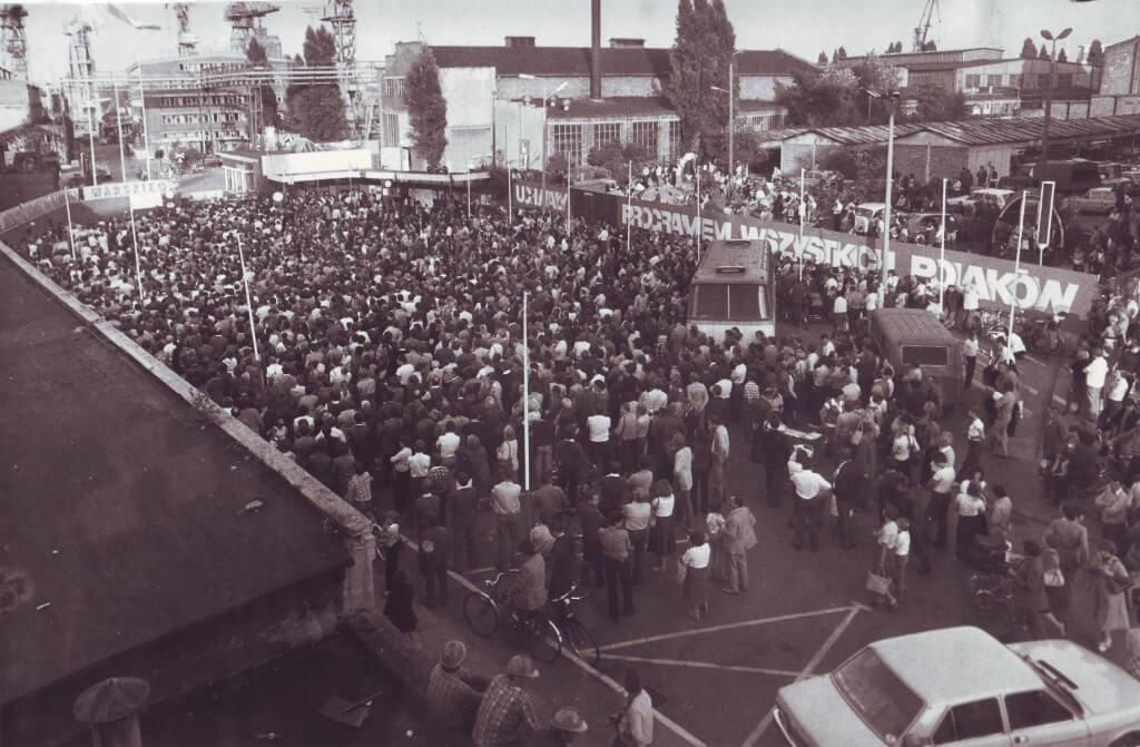 Strajk_w_stoczni_szczecinskiej_1980-1024x671 Solidarnosc